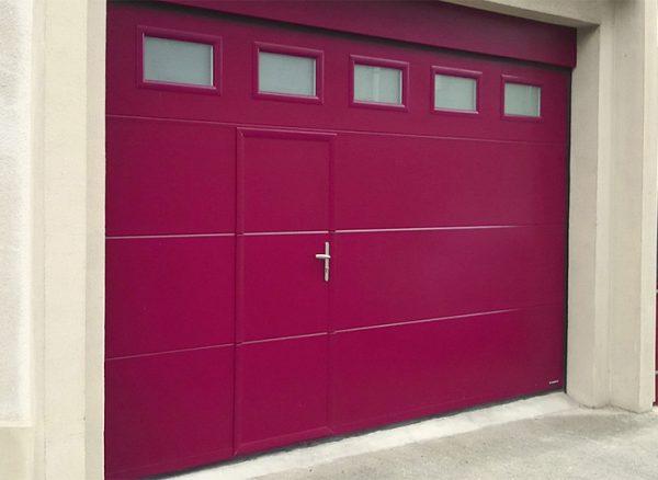 Porte de garage Sans rainure avec portillon pour accès piéton